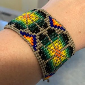 Seed bead bracelet with string tie